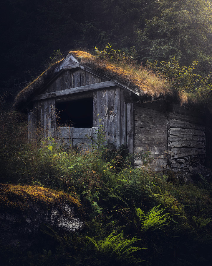 Old and spooky cabin in Norway