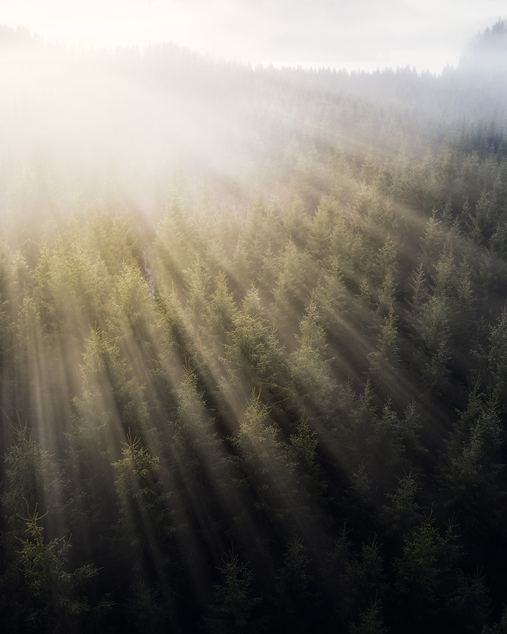 Create light beams in Photoshop
